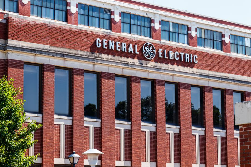 Don't Make These 5 Investing Mistakes That General Electric Investors Made
