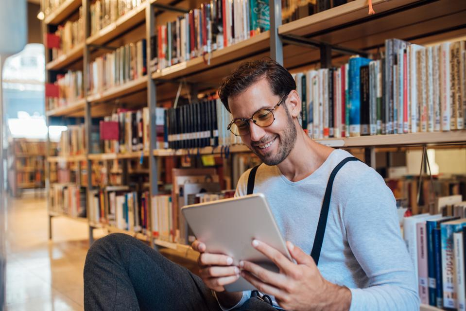 Digital Library Cards Are Offering Thousands Of Ebooks To Everyone