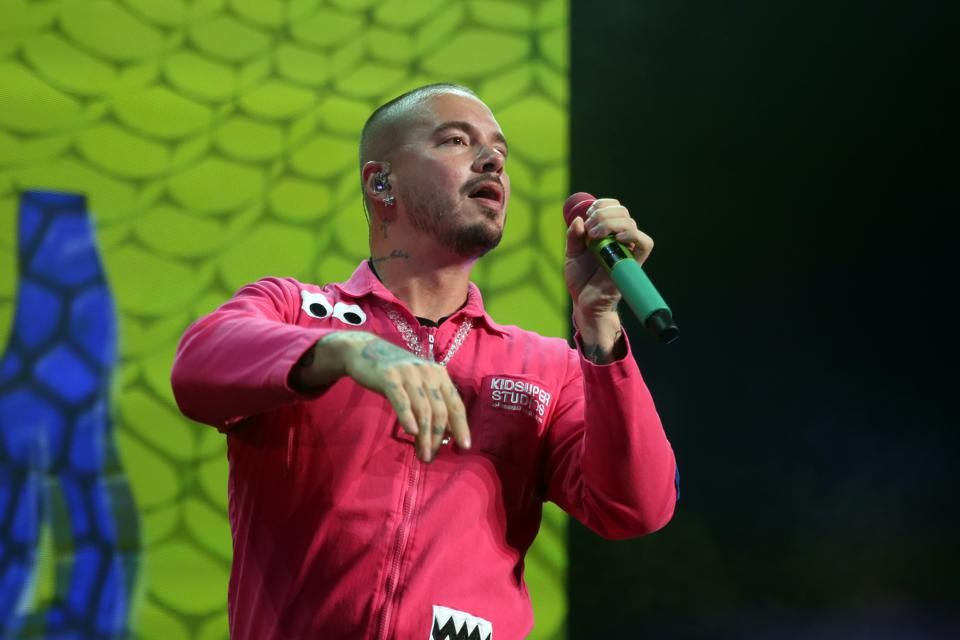 J Balvin Delivers Hits And Brings Out Big Guests For His 'Vibras' Tour