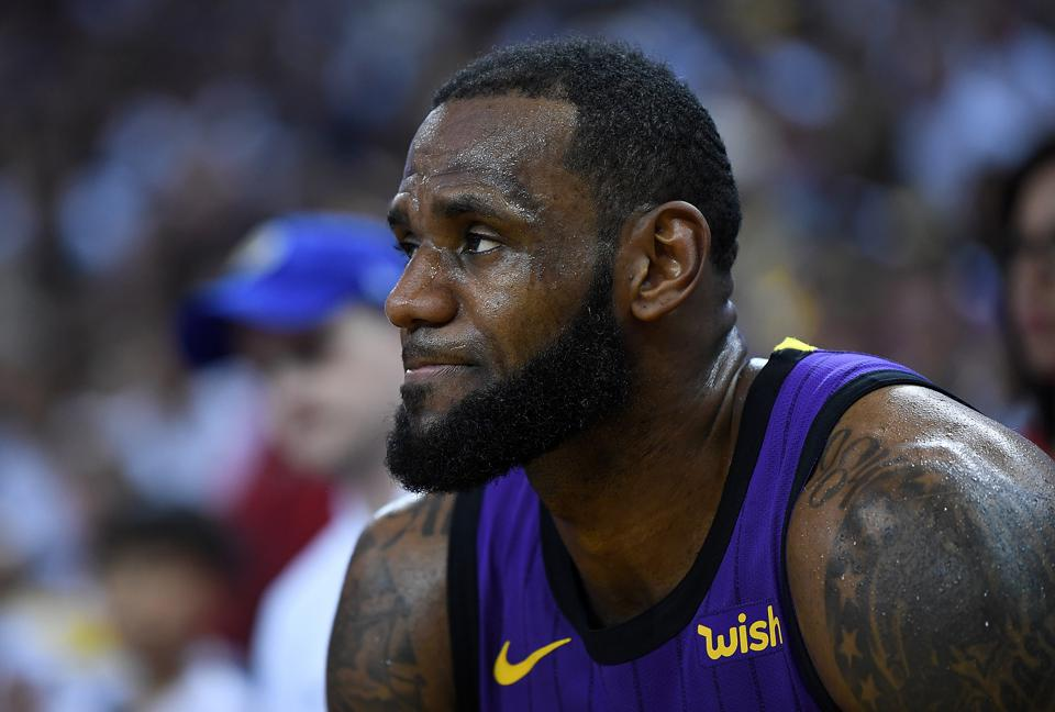 It's Time For The Lakers To Worry About LeBron James