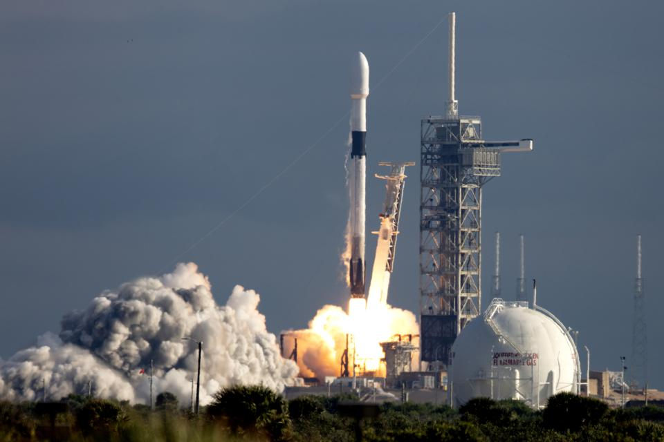 Rocket Rivals SpaceX, ULA Split Air Force Contract Amid Pentagon Review
