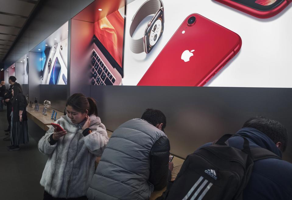 Apple Loop: Surprising iPhone 11 Leaks, iPhone SE Rises From The Dead, Dangerous MacBook Pro Banned