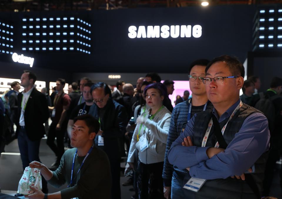 Why Tech Giant Samsung Will Start Earning Less Money