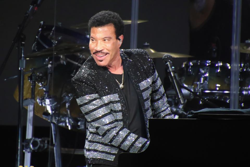 """Lionel Richie Announces 'Hello' Tour And New LP """"Live From Las Vegas"""""""