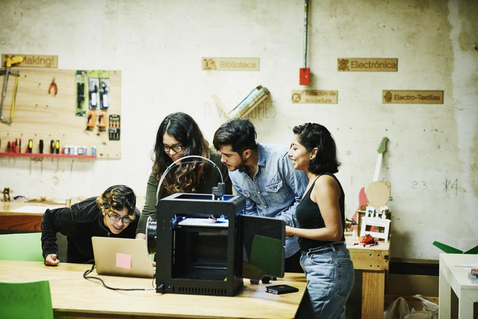 From Silos To Solidarity: How To Create An Engineering Team That Works Together