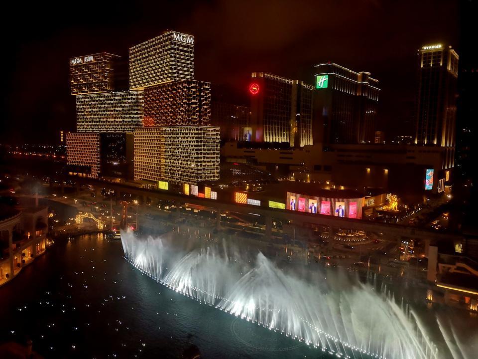China Economic Stimulus Stirs Macau Optimism, But White Collar Slowdown Looms