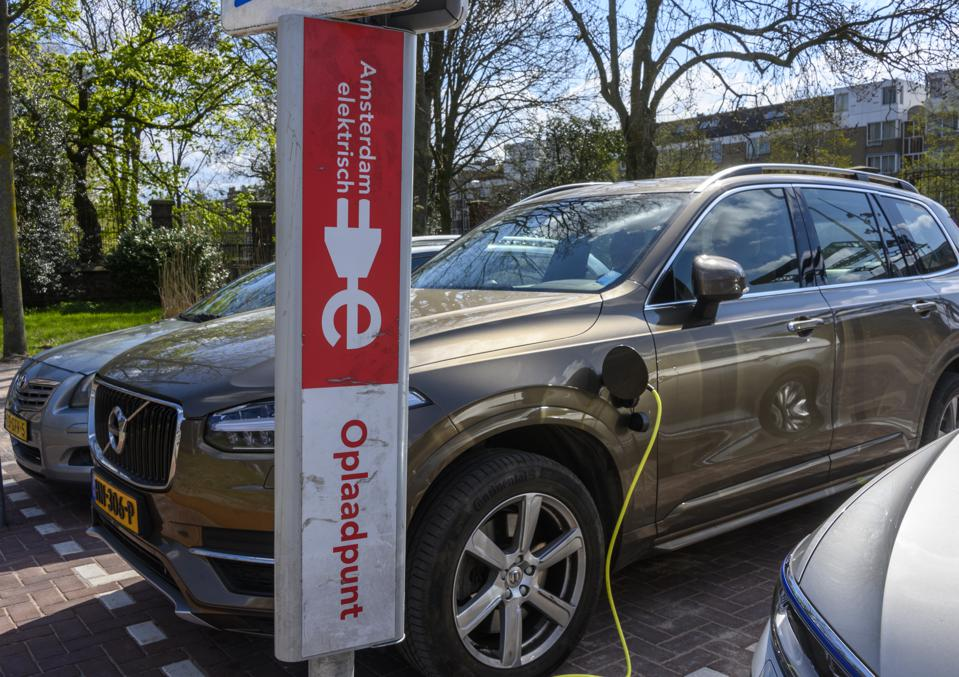 Batteries On Wheels: In The Future, Electric Cars Can Power Homes