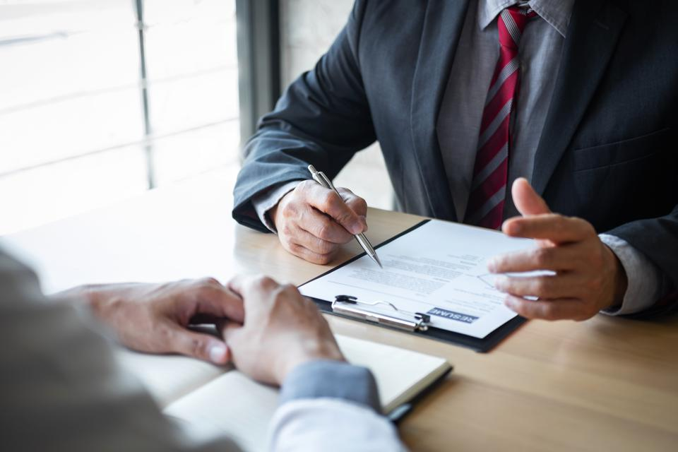 Top 10 New Resume Tactics Executives Should Be Using In 2020