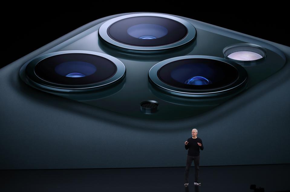 Apple Loop: iPhone's 5G Advantage, Spotify Beats Apple, Facebook's iPhone Camera Bug