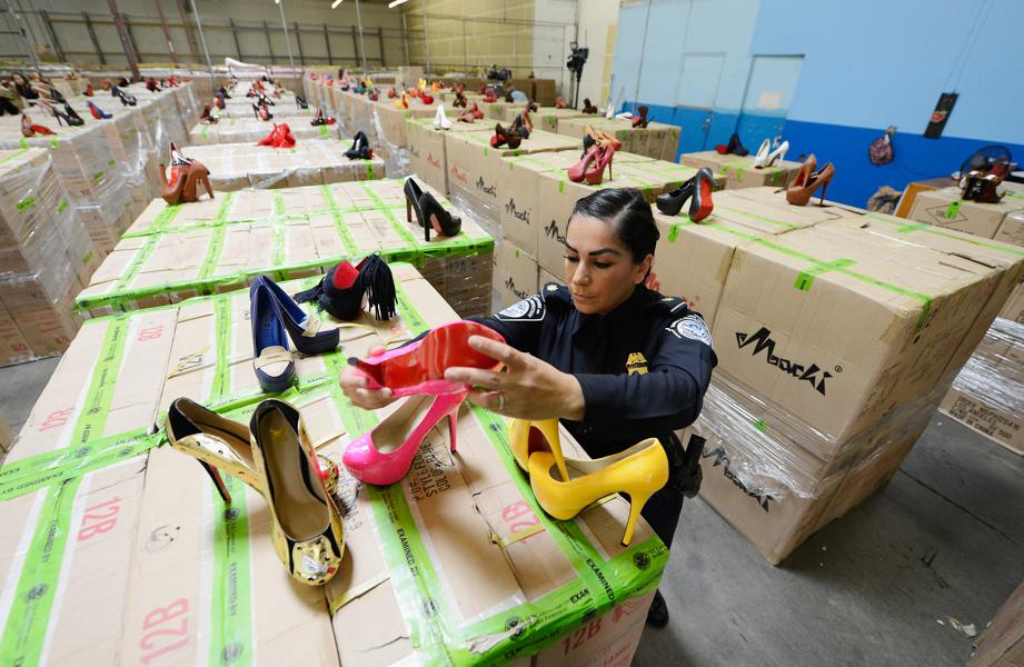 As Amazon And eBay Flood With Illegal Goods From China, Beijing Cracks Down On Foreign E-Commerce