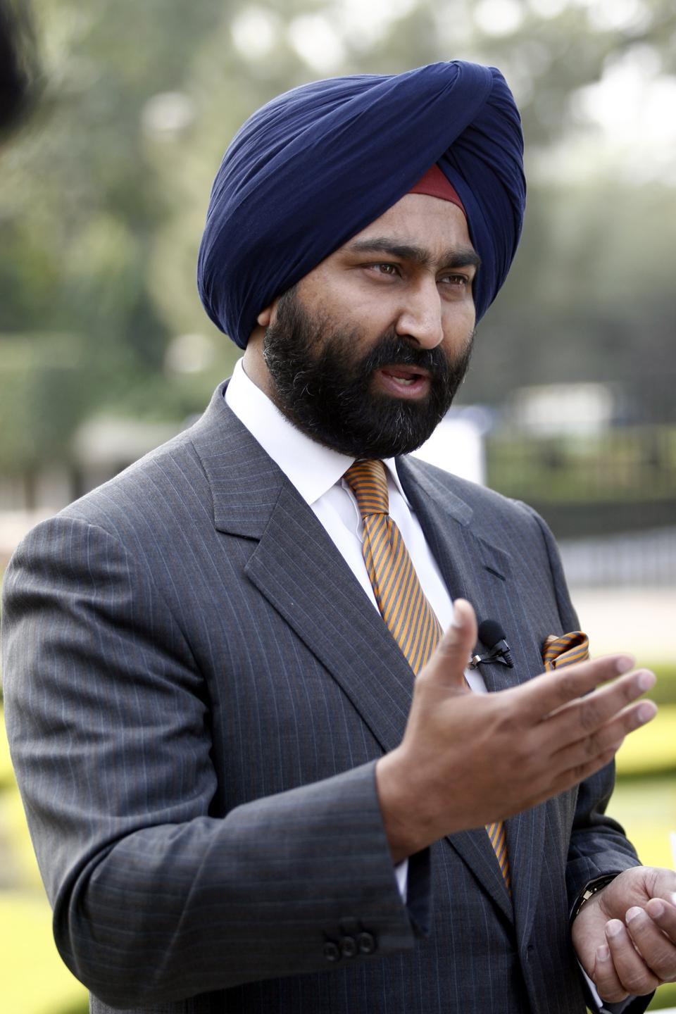 The Singh Brothers Are At It Again: Malvinder Accuses Shivinder Of Death Threats, Fraud