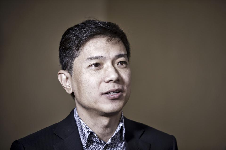 Baidu's Dive Erases $1.4 Bln From CEO Robin Li's Fortune