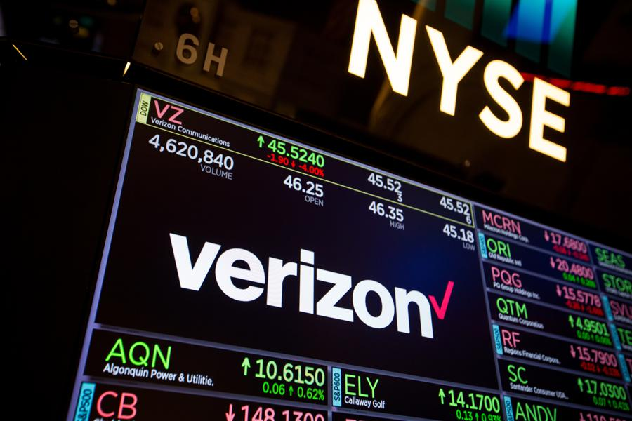 Why Verizon Is A Great Value Play: It's Not Doing An AT&T-Time Warner