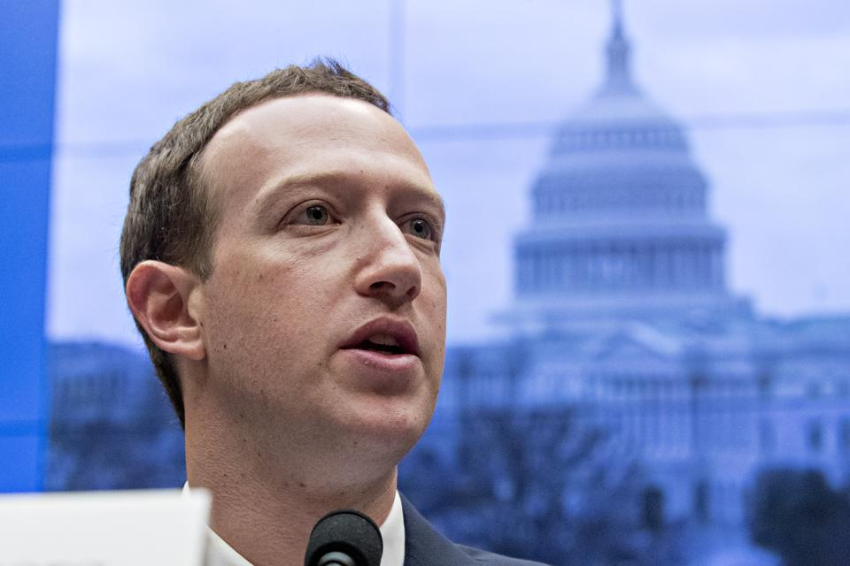 Is This The Proof That Facebook's CEO Mark Zuckerberg Wants 'No Privacy'