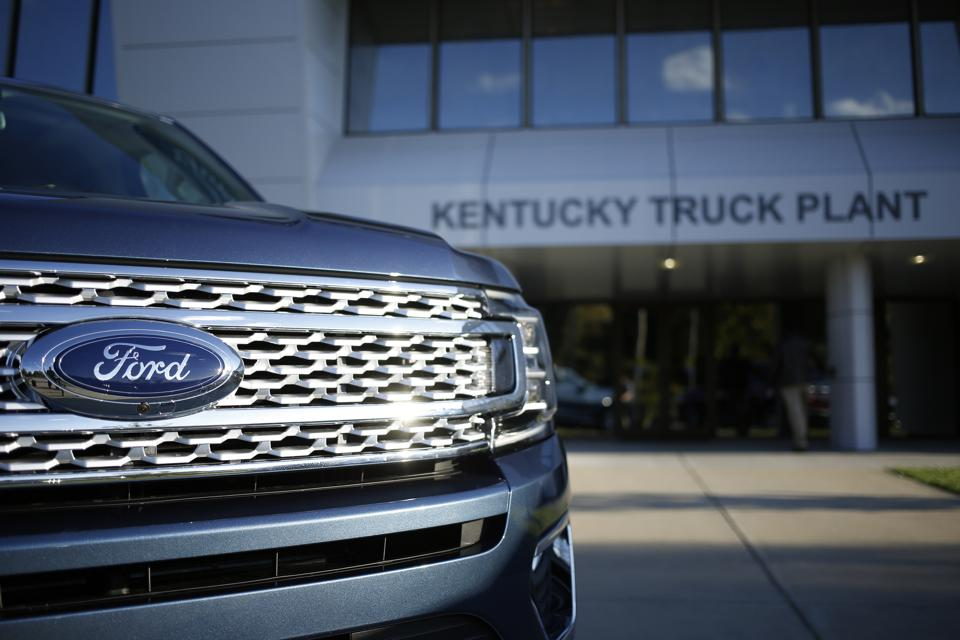 A Ford Motor Co. Expedition sports utility vehicle (SUV) sits parked outside of the Ford Kentucky Truck Plant in Louisville, Kentucky. Photographer: Luke Sharrett/Bloomberg