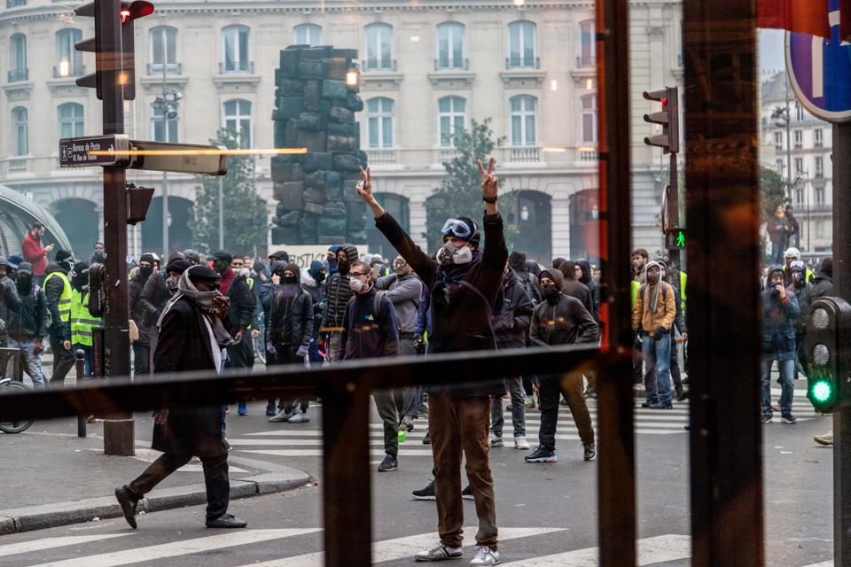Chevy Volt's Discontinuation And 'Gilets Jaunes' Riots In Paris Have Something In Common