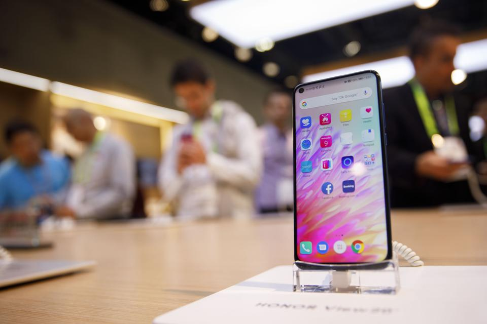 The Best Smartphones Of CES 2019: From Punch-Hole To Dual-Screen, Foldable Displays And Ultra Low-Cost