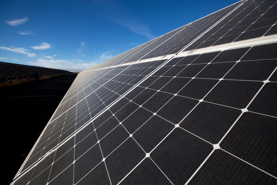 Clean Energy Accelerates As Global Investment Hits £332.1 Billion