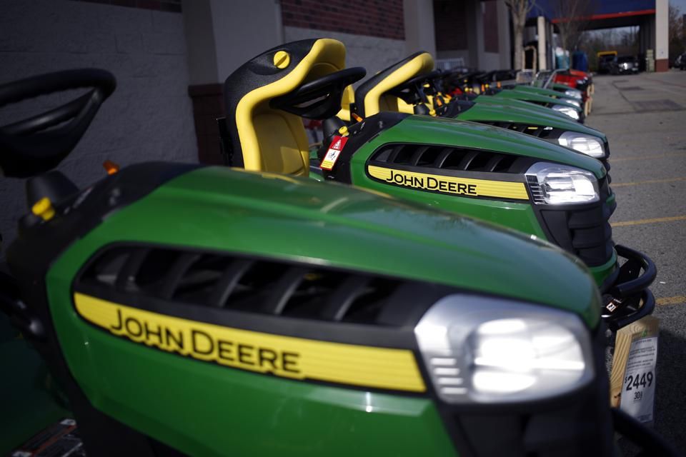 Soft Agriculture Segment Showing Waters Down Deere's Fiscal Q2 Results
