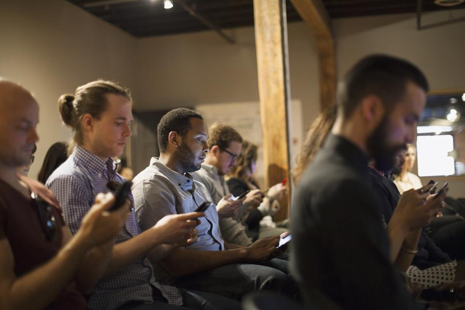 Six Mobile Connectivity Problems That Are Killing Worker Productivity
