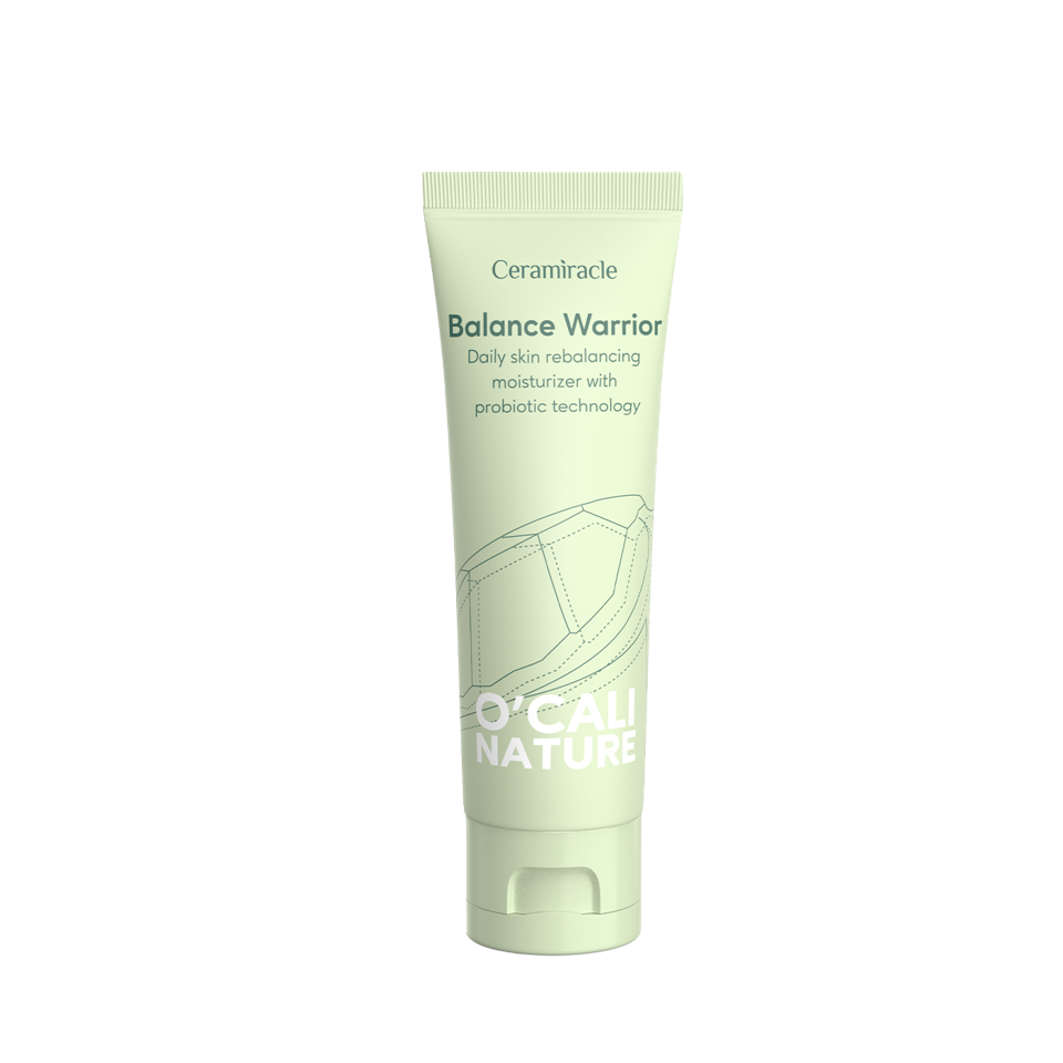 This fragrance-free, clean formulated moisturizer restores the skin microbiome with pre-and-probiotics to keep the skin nourished and balanced. Balance Warrior also contains pseudoalteromonas ferment, a marine ingredient from the Antarctic ocean proven to reduce sebum production, mattify the skin and reduce the appearance of enlarged pores.