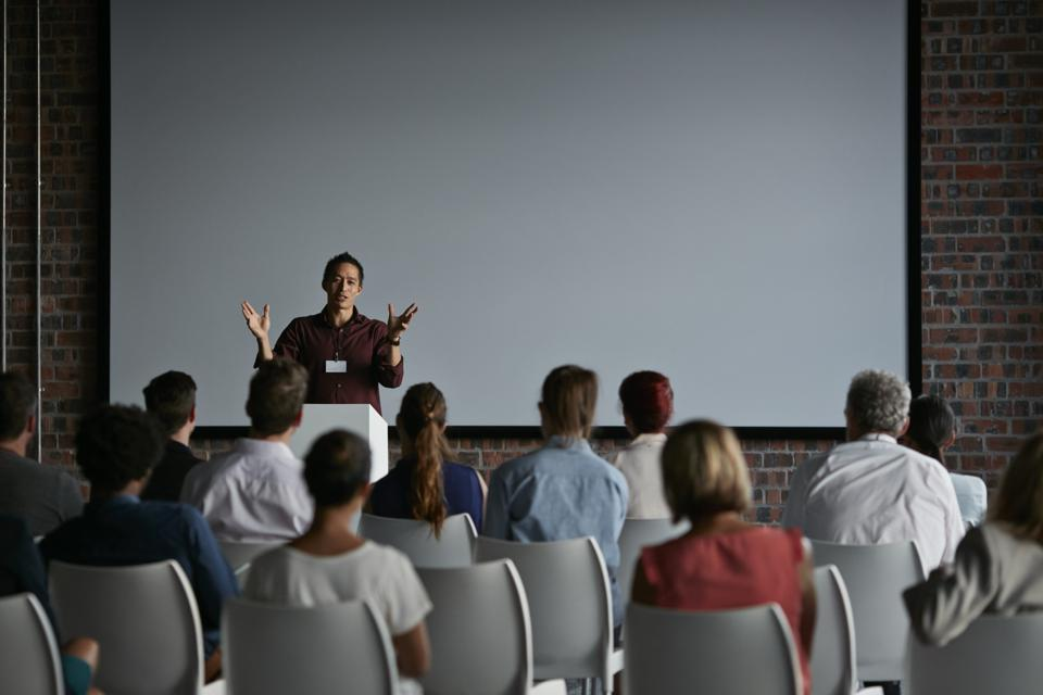 Why Similar Keynote Speaker Experts Charge Different Fees