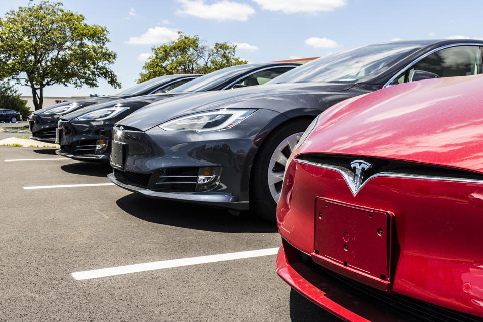 Tesla's Job Cuts: The Official And The Unofficial Story Behind It