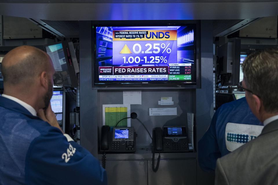 2 Buys For 9.3% Dividends As Rates Rise