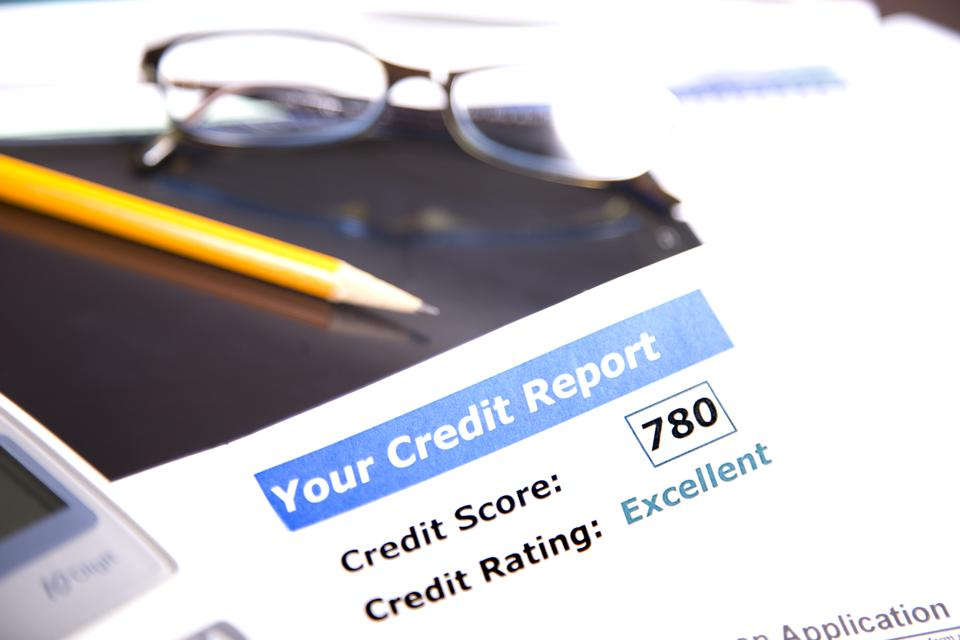 This Week In Credit Card News: Free Business Credit Reports For Everyone; Debit Card Use Dropping