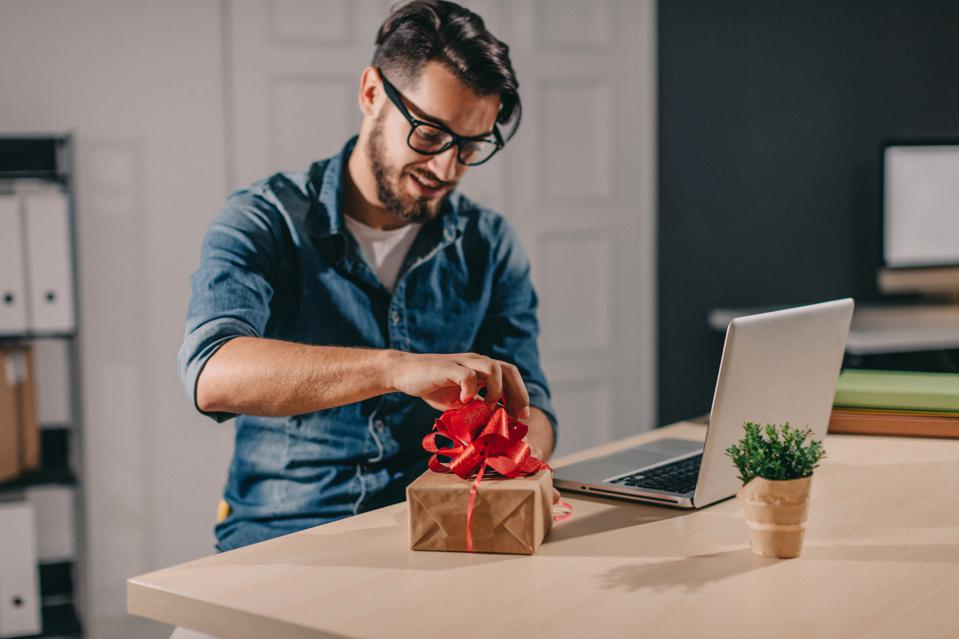How To Choose The Best Gifts For Different Client Personas