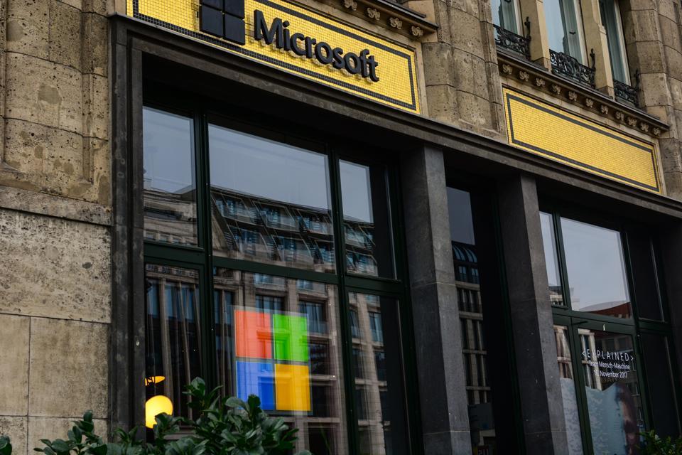 Microsoft Monday: Rollback Broken Windows 10 Updates, Windows 7 Security Prices, Halo Inside Program