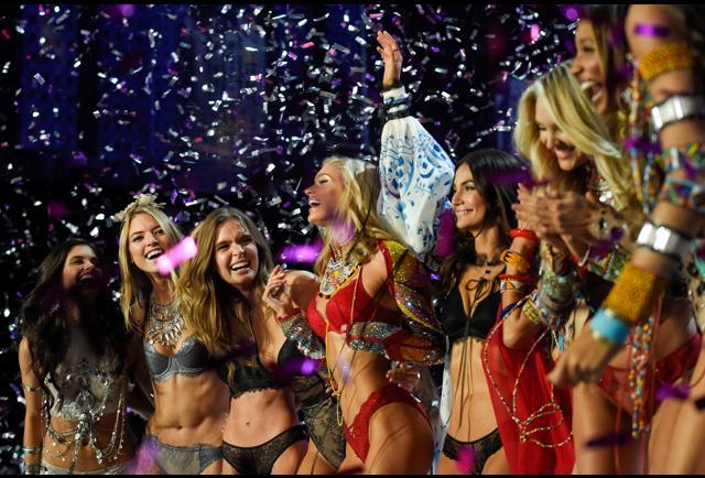 Victoria S Fashion Show  Pacific Time