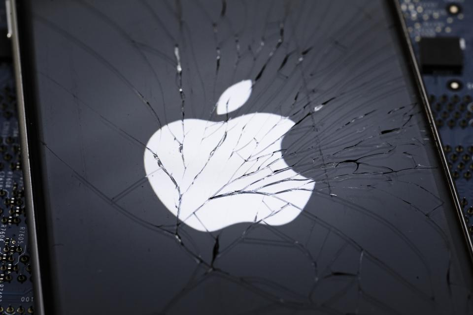 Study: What If China Bans Apple To Retaliate For U.S. Sanctions Against Huawei, ZTE? Massive Layoffs, Stock Crash