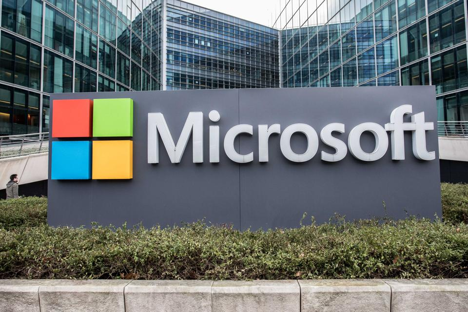 Microsoft Monday: New Xbox Features, LinkedIn Referral