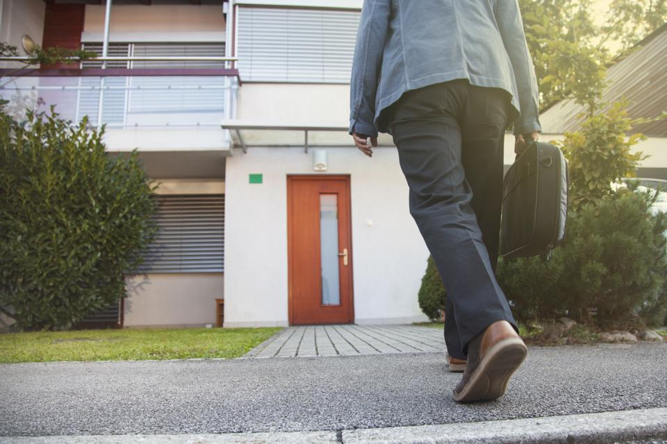Why Real Estate Agents Should Revive The Lost Art Of Door Knocking And Cold Calling