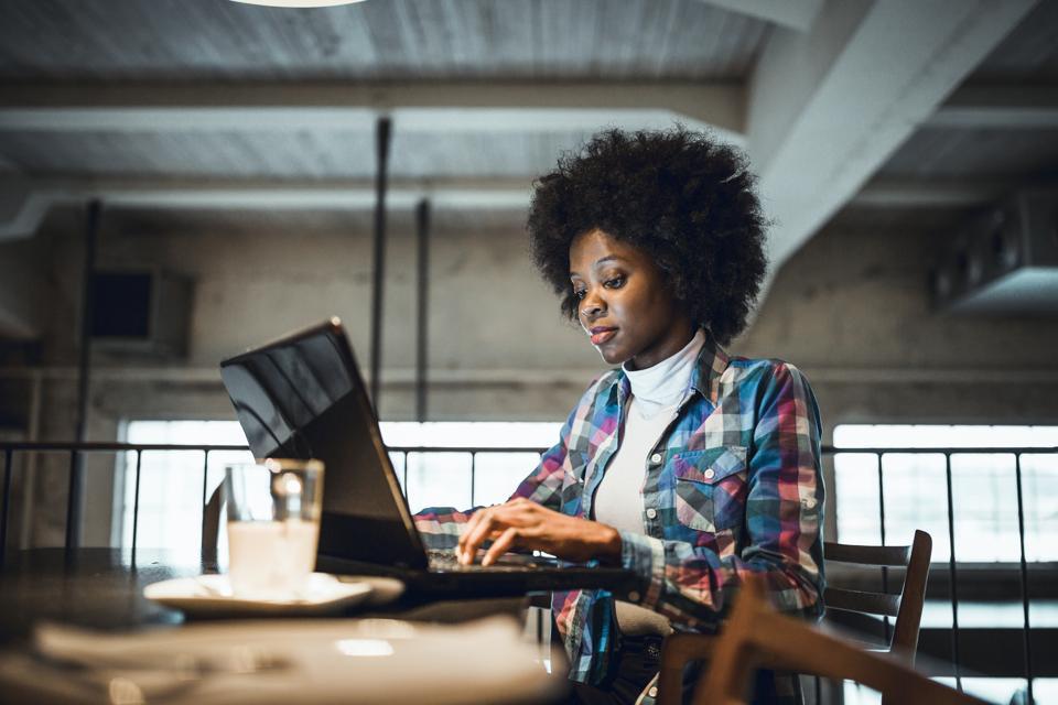 Tips For Women Entrepreneurs Redefining Themselves On LinkedIn