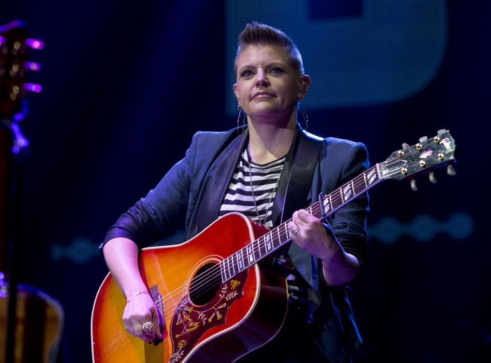 Dixie Chicks Singer Natalie Maines Battles Estranged Husband Over Pre-Marital Agreement