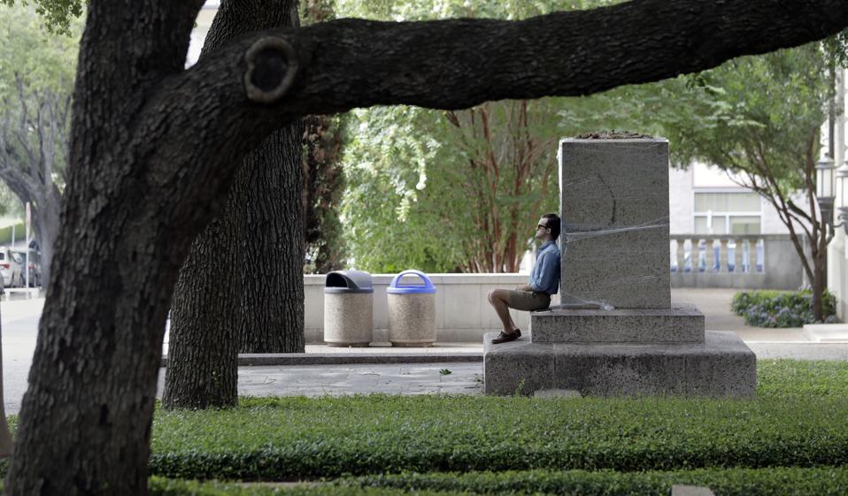 Trí tuệ nhân tạo: Anh hùng hay là kẻ phản diện đối với giáo dục đại học?