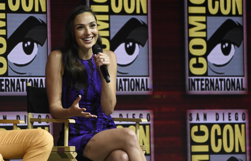 'Wonder Woman' Star Gal Gadot Puts On Batman's Mask