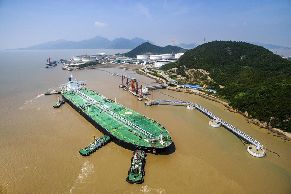 27.3 tons of Oman crude oil arrives Zhoushan port