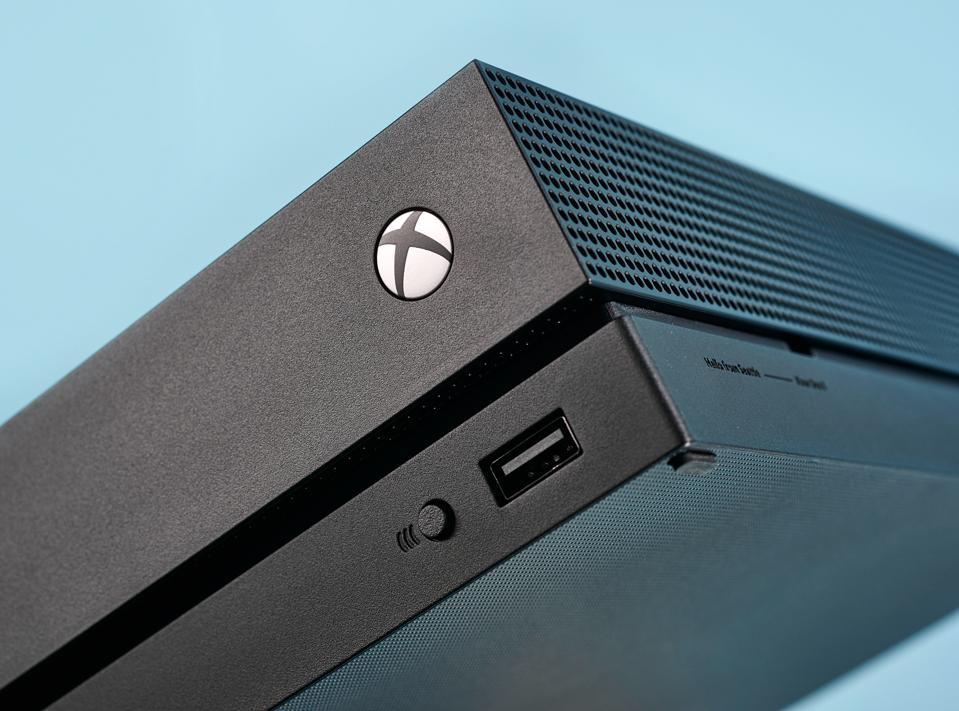 Detalhe de um console doméstico do Microsoft Xbox One X, tirado em 19 de outubro de 2018. (Foto por Neil ... [+] 2018 PUBLICAÇÃO FUTURA