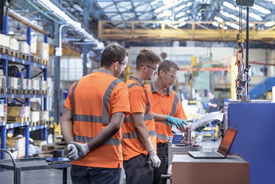 Repair team in meeting in gearbox factory