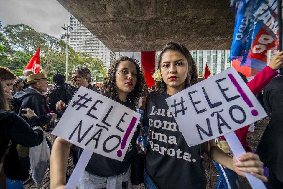 Ženske protestirajo proti Jairu Bolsonaru
