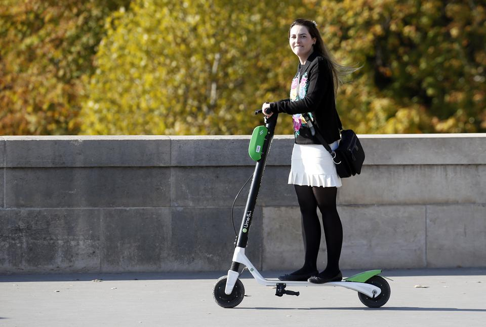 Electric Scooters In Paris : Illustration