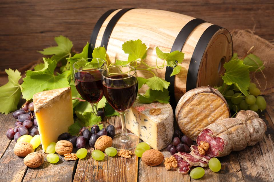barrel with red wine and cheese
