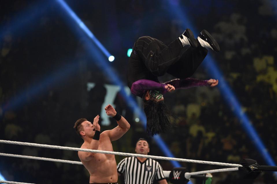 WWE SmackDown: Jeff Hardy flips onto The Miz