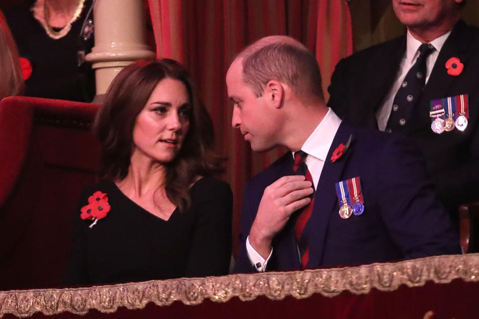 Karaliskā ģimene apmeklē atceres festivālu