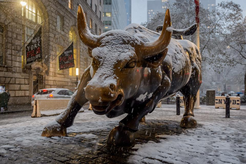 Wall Street Bull statue covered in snow as New York City was... BOWLING GREEN, NEW YORK, UNITED STATES - 2018/11/15: Wall Street Bull statue covered in snow as New York City was hit by the first snow of the season on November 15, 2018 around noon, bringing a hodge-podge wintry conditions. The citys emergency management service advised New Yorkers to be aware of slippery conditions, also issued a travel advisory for Thursday particularly during the evening commute. (Photo by Erik McGregor/Pacific Press/LightRocket via Getty Images)
