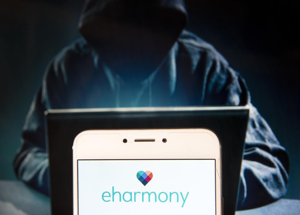 Le site Web de rencontre en ligne Eharmony logo est vu sur un Android