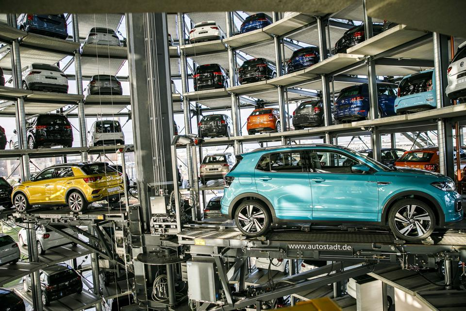 Volkswagen Warns Of Difficult 2019